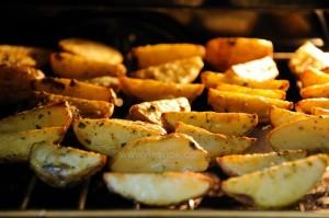 Как правильно запечь картошку в духовке